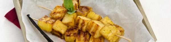 Brochettes d'ananas rôti au miel et poivre de Sichuan