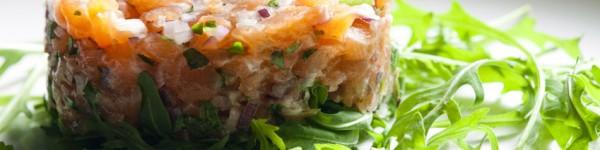 Tartare de saumon, pomme Granny Smith et poivre Voatsiperifery